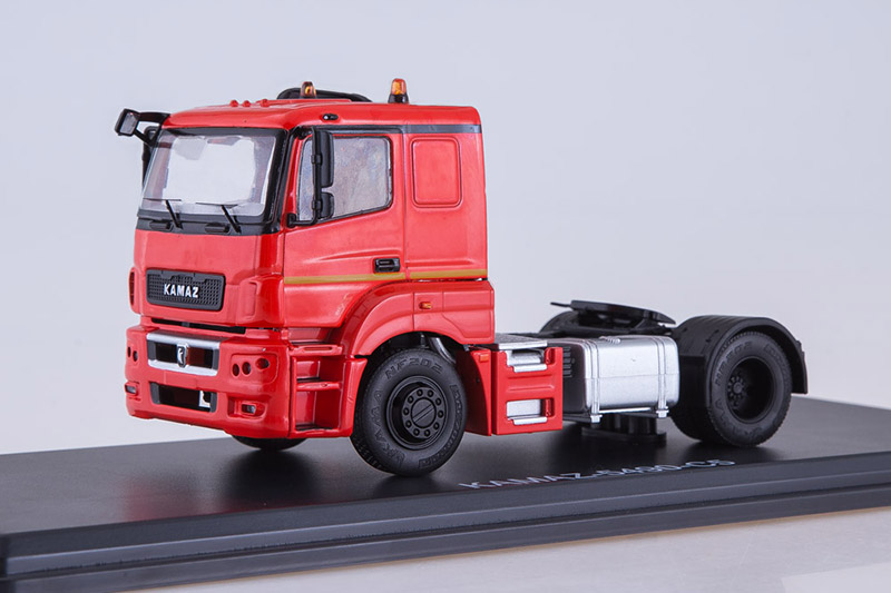 KAMAZ 5490-S5 Russian Tractor Unit  1 43 Start Scale Models SSM1275